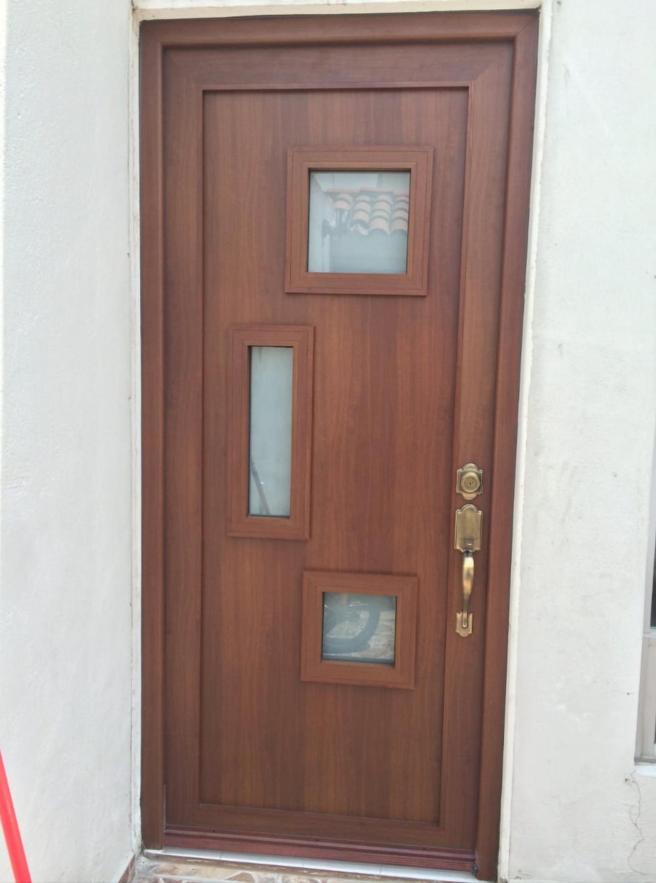 Puerta De Aluminio Tipo Madera Color Madera Cristal